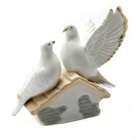 Фарфоровая статуэтка «Пара воркующих голубей»